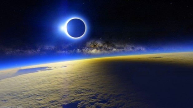 Blue-Solar-Eclipse-Wallpaper-1024x576-700x394