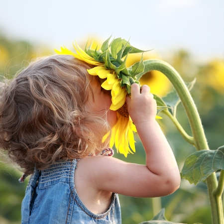 Kids-in-your-vegan-organic-garden